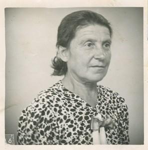 Maria Olzak född 6.6 1887, baksidan 19.7 1945